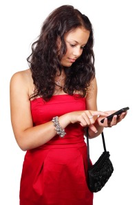young_woman_texting_186637